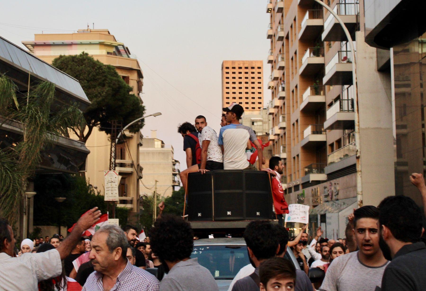 Contestation of divisive politics in Lebanon and Bosnia: Comparative thoughts